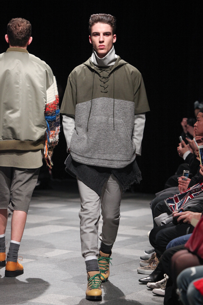 discovered-201617aw-runway010