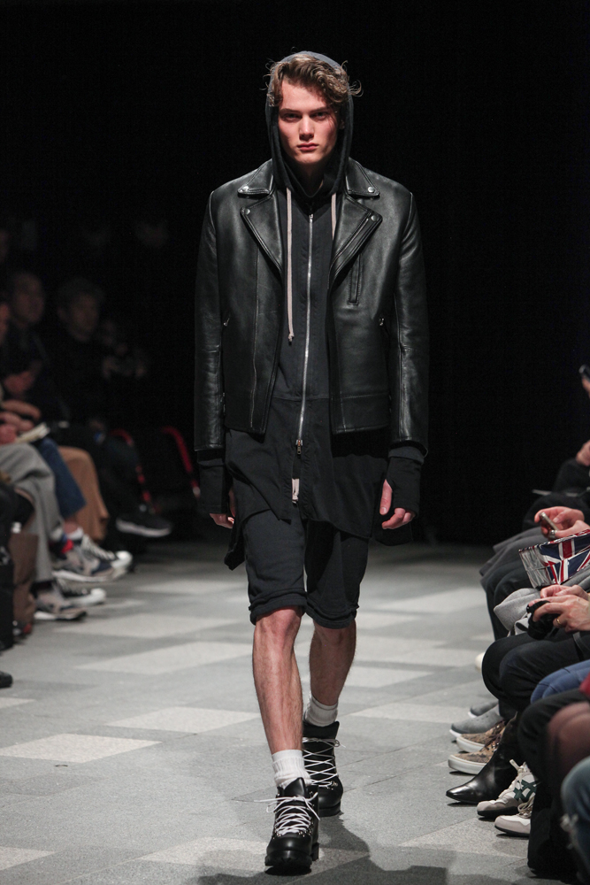 discovered-201617aw-runway018