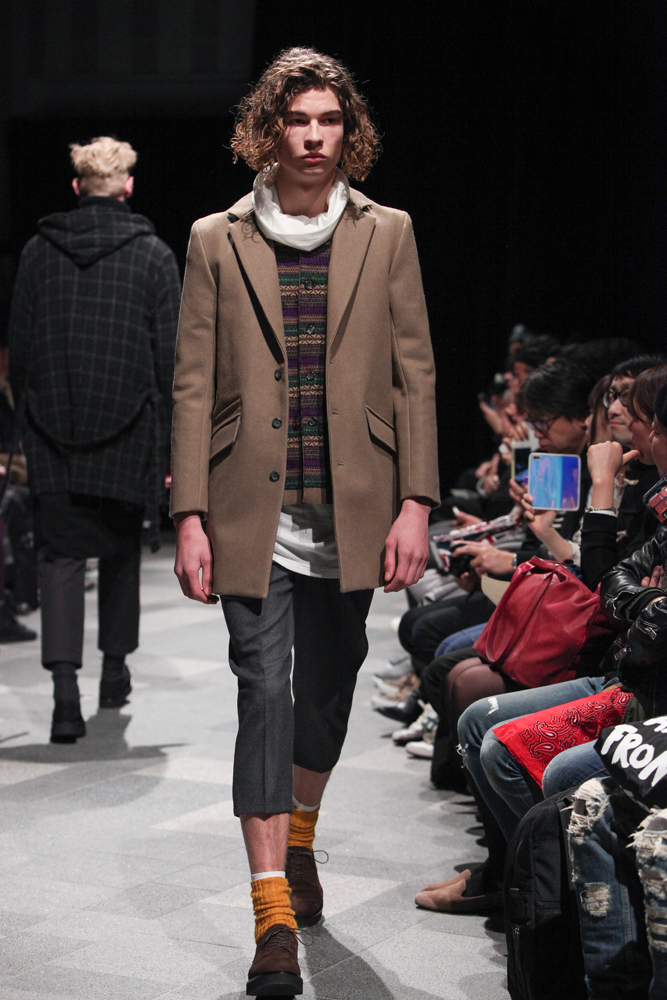 discovered-201617aw-runway019