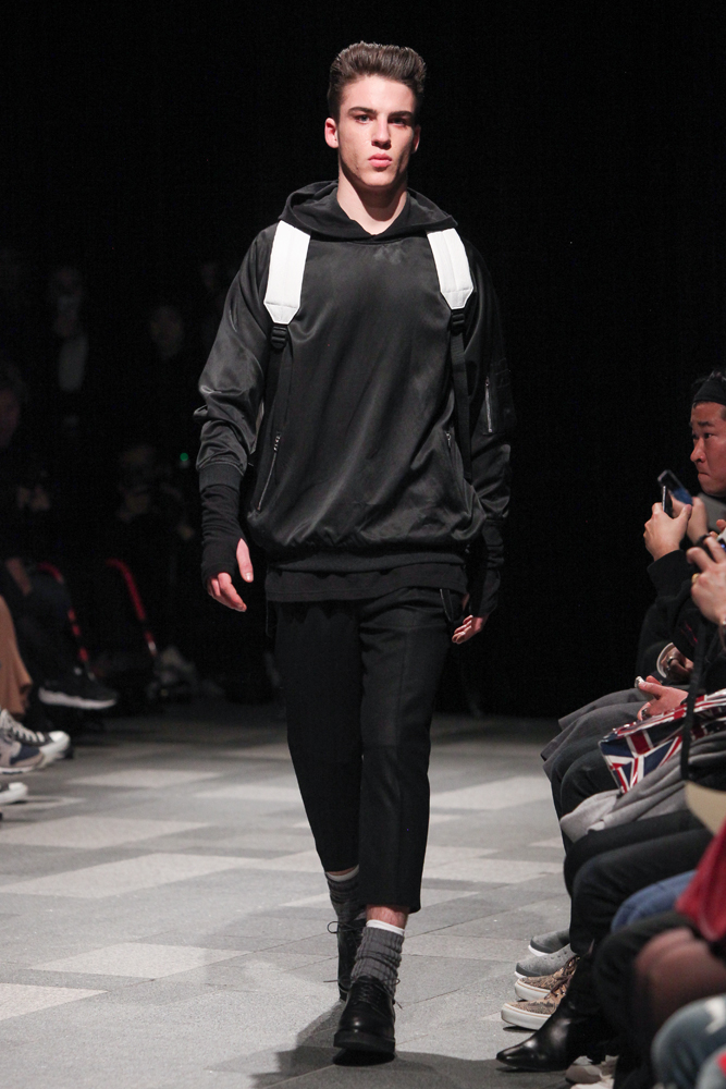 discovered-201617aw-runway030