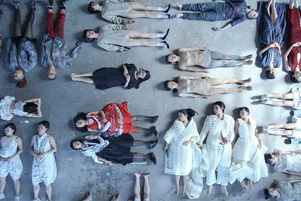 武蔵野美術大学 空間演出デザイン学科 ファッションデザインコース3年 オープンキャンパス企画 MAU COLLECTION 2016「田(DEN)」