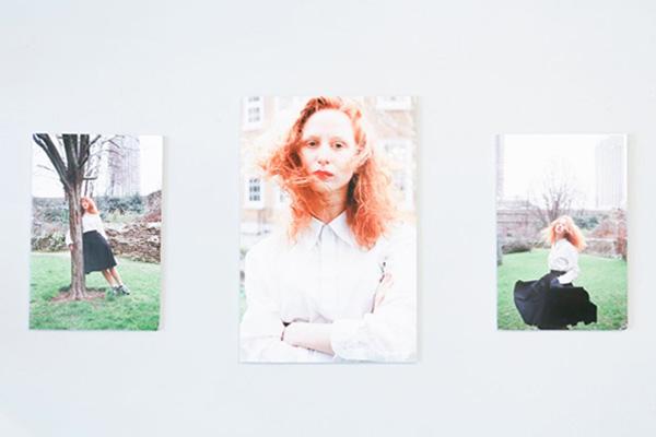 【INTERVIEW】フォトグラファー 嶌村吉祥丸による写真展「The Room」