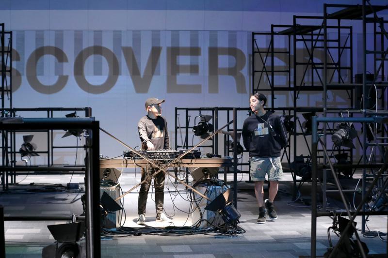 DISCOVERED(ディスカバード)の2017年春夏コレクション。テーマは「STICK OUT」