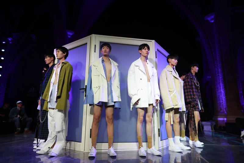 中国で注目の若手デザイナーを紹介 「Junwei Lin(ジュンウェイ リン)」。2017年春夏コレクションのテーマは「ぼろぼろのロマン」