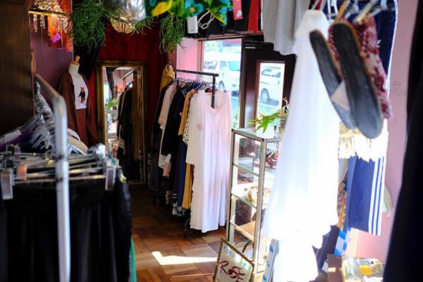東京・三宿の古着屋「ROSE(ローズ)」。日常に香る大人のためのロマンティックな洋服