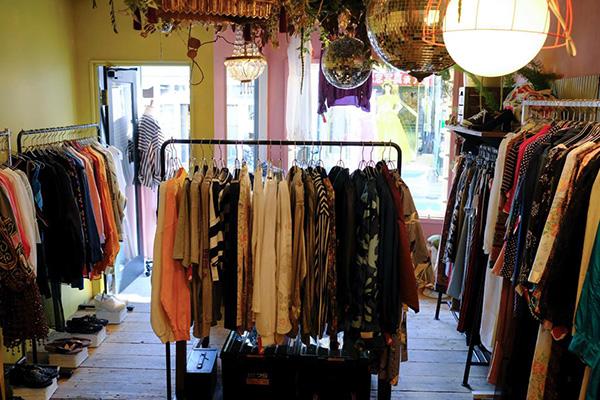 東京・下北沢の古着屋「ROSE(ローズ)」。服選びを楽しむ女性のための、遊び心あるレディースを提案