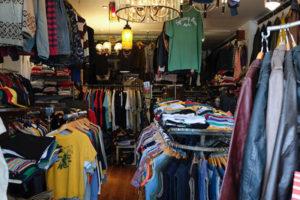 静岡・浜松の古着屋「Custom Fever(カスタムフィーバー)」。ユルく、ダサかっこいい。アメリカ西海岸の空気をそのまま持ち込んだ古着