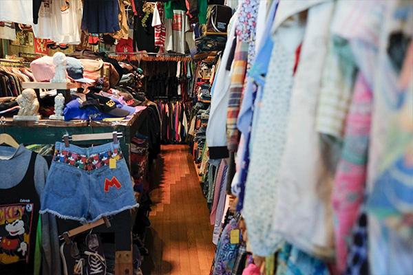 静岡・浜松の古着屋&セレクトショップ「Precious Junk(プレシャス ジャンク)」。圧倒的な量のレディース、メンズ、雑貨、インテリアが揃うポップでカラフルな世界観