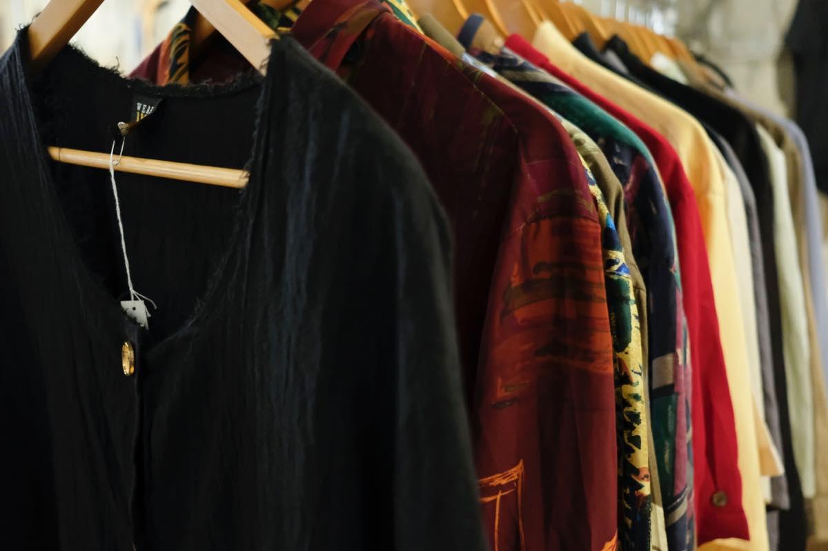 静岡・浜松の古着屋&セレクトショップ「SHHH(シー)」。新品、古着、リメイクをミックスし、ジャンルに囚われないアイテムを提案