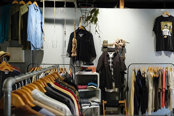 静岡・浜松の古着屋&セレクトショップ SHHH(シー)新品、古着、リメイクをミックスし、ジャンルに囚われないアイテムを提案