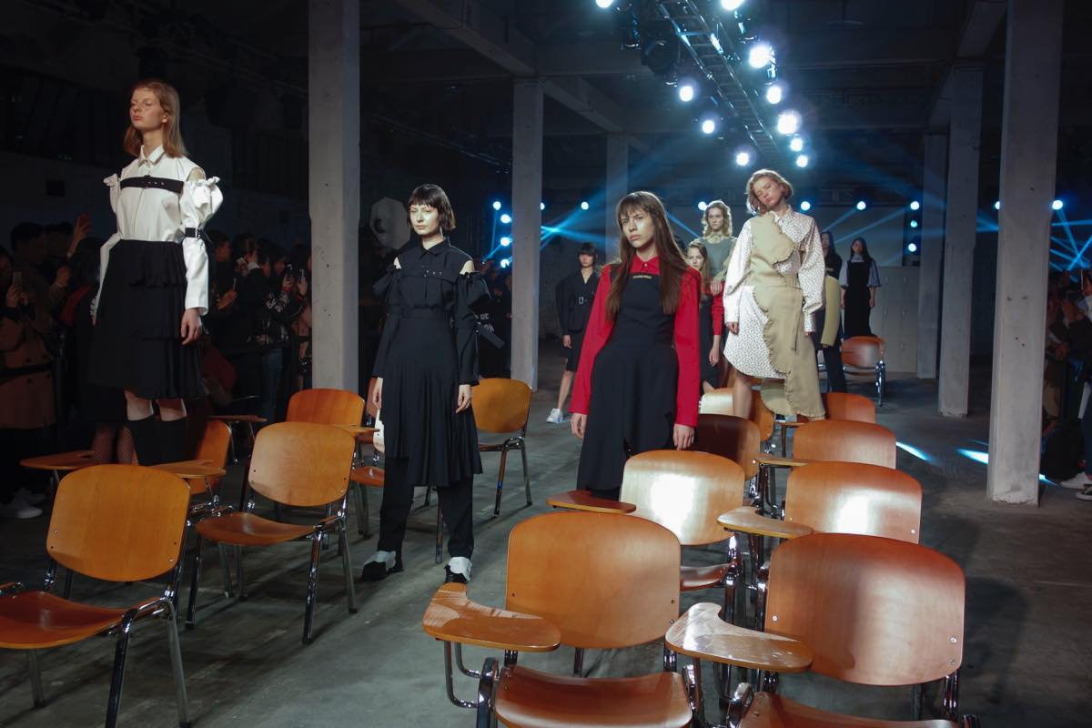 中国で注目の若手デザイナー 「SHUSHU/TONG(シュシュトン)」の2017年秋冬コレクション