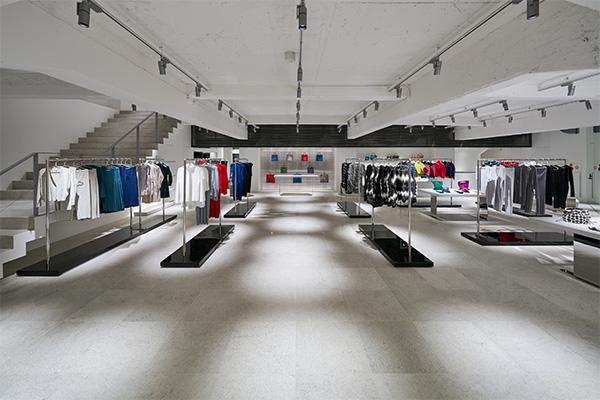 ISSEY MIYAKE(イッセイ ミヤケ)銀座で2つ目の旗艦店「ISSEY MIYAKE GINZA」をガス灯通りにオープン