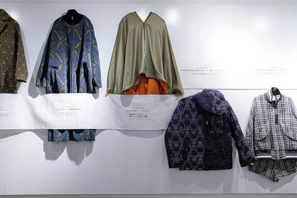 繊維産地とデザイナーを繋ぐ活動を行う糸編が、展覧会「繊維産地とデザイナーのコラボレーション展」を、表参道ROCKETで開催中。