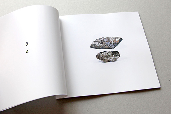美術家・佐藤拓真が作品集「WYSASSS」の発表&展覧会を谷保のcircleで開催