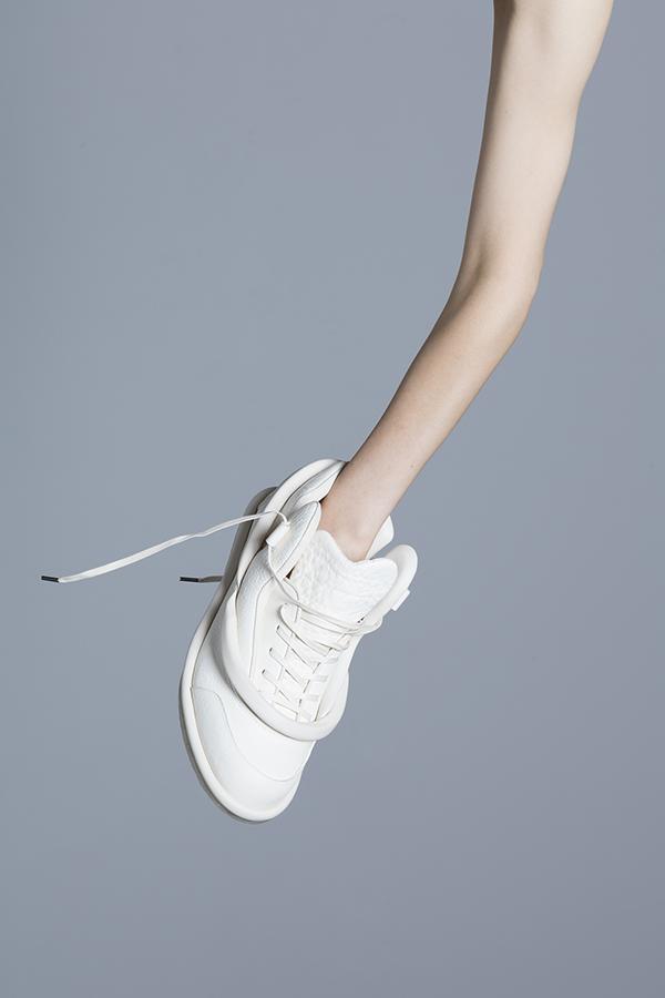 シューズブランド HIROKI KATAOKA(ヒロキ カタオカ)の2018年春夏コレクション。デザイナーは片岡 弘生。