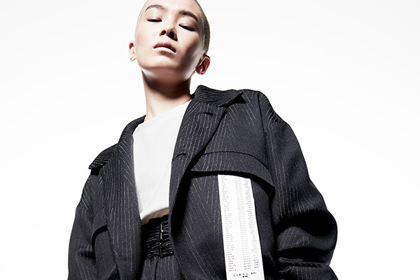 KANIZSA(カニッツァ)2018-19年秋冬コレクション。デザイナーは本田剛、モデルは畠山千明(Chiaki Hatakeyama)。