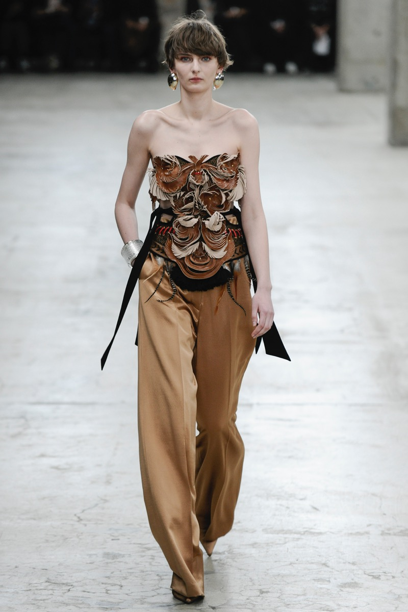 mame(マメ)の2018-19年秋冬 コレクション。デザイナーは黒河内真衣子。