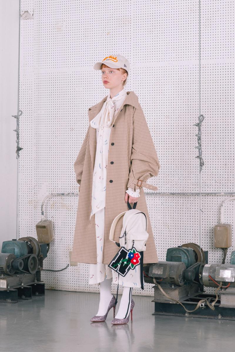 NEON SIGN(ネオンサイン)の2018-19年秋冬 WOMENS コレクション。デザイナーは林飛鳥。