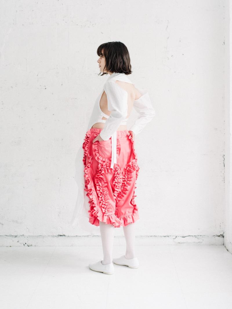 Akihide Nakachi(アキヒデ ナカチ)の2018-19年秋冬 コレクション。テーマを「you are(were)here」にファーストコレクションを発表。デザイナーは名嘉地 明秀。