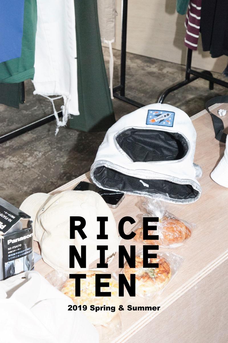 "RICE NINE TEN (ライス ナイン テン)の2018-19年秋冬コレクション。デザイナーは、SHOHEI KIMURA(木村 昭平)。シーズンコンセプトを「""線""が放つ美しさ」とし、日常・非日常に存在する""線""とその境界線に宿る美しさを描いた。"