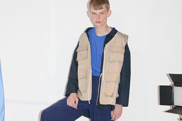 RICE NINE TEN (ライス ナイン テン)の2019年春夏 コレクション。テーマは「WORKER WALK」。ブランド名の由来は、RICE(米) + NINE(九) + TEN (十) = 粋(いき)。デザイナーは、木村昭平。