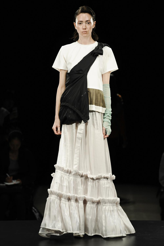 Fumiku(フミク)の2019年春夏コレクション。ブランドデビューであるコレクションを東京コレクション「Amazon Fashion Week TOKYO」のランウェイで発表。デザイナーは林 史佳(Fumika Hayashi)。