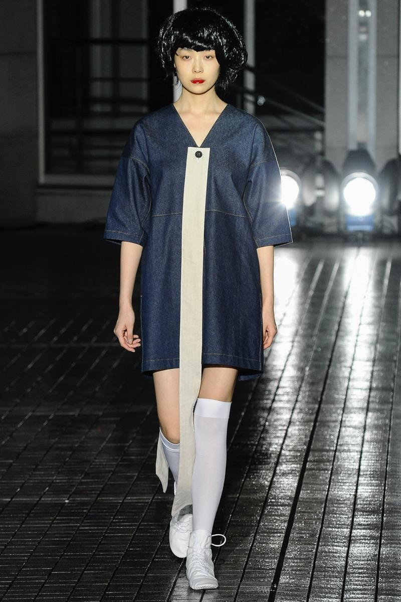 IHNN(イン)の2019年春夏 コレクション。デザイナーは印致聖(イン チソン)。