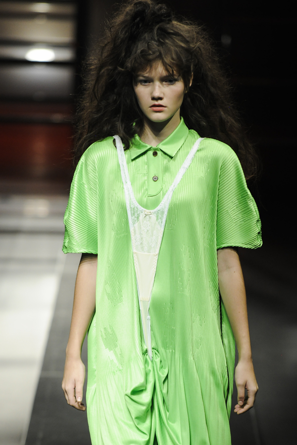Jenny fax(ジェニーファックス)の2019年春夏 コレクション。デザイナーはシュエ・ジェンファン。
