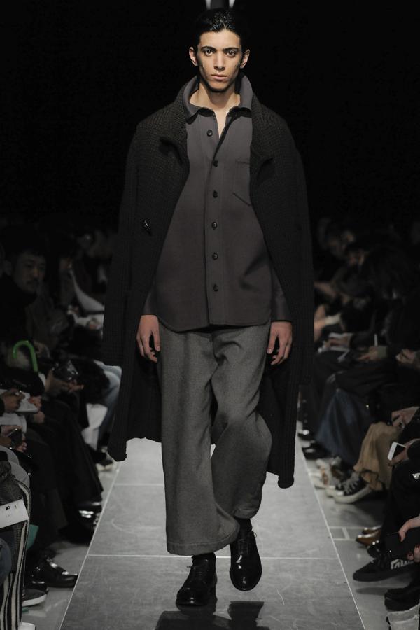POSTELEGANT(ポステレガント)の2019-20年秋冬 コレクション。デザイナーは中田 優也。