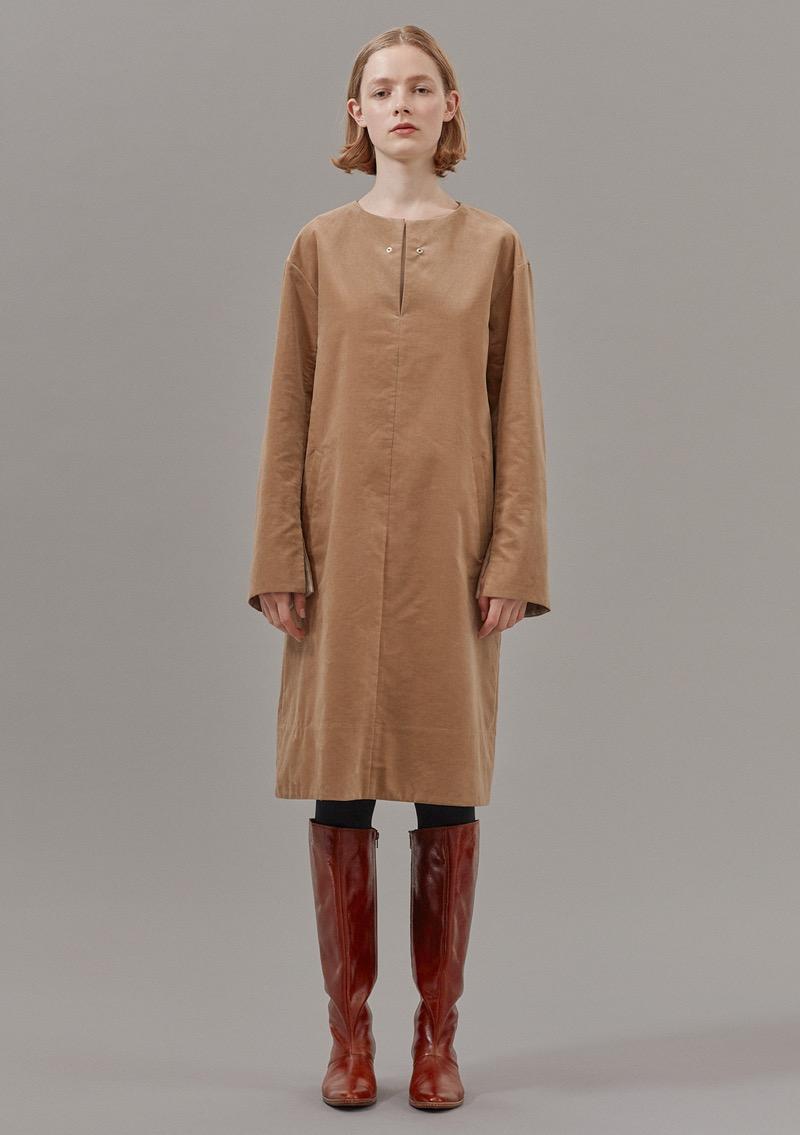 LENZ(レンズ)の2019-20年秋冬コレクション。テーマは「用即美」。日常的なものが使いやすさのために変わっていく美しさを表現した。