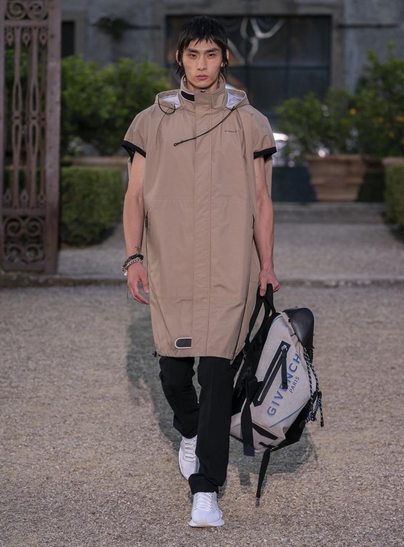 GIVENCHY(ジバンシィ)の2020年春夏メンズコレクション。テーマは「NOUVEAU GLITCH」。
