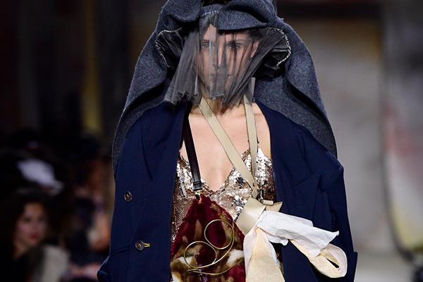 Re:quaL≡(リコール)が、パリで行われた「第34回イエール国際フェスティバル」で発表したカプセルコレクション。