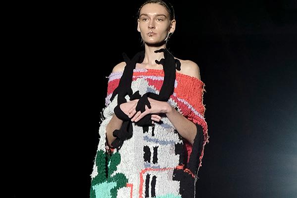 pillings(ピリングス)の2021年春夏コレクション。 前ブランド「RYOTA MURAKAMI」からブランド名を変更した最初のコレクションを3331 Arts Chiyodaを会場にランウェイショーで発表。